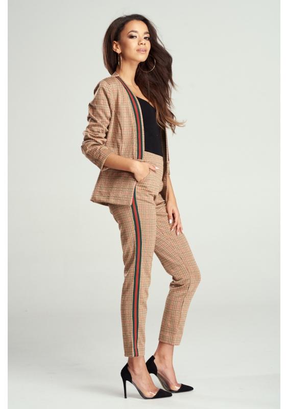 Eleganckie spodnie - komu pasują?