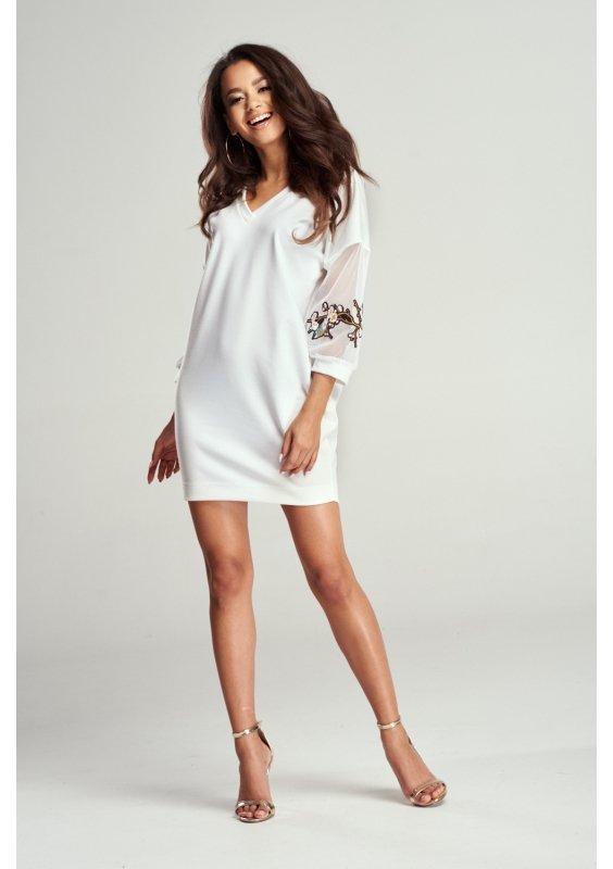 Jak nosić białe sukienki?
